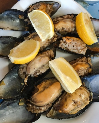 Midye dolma (stuffed mussels)